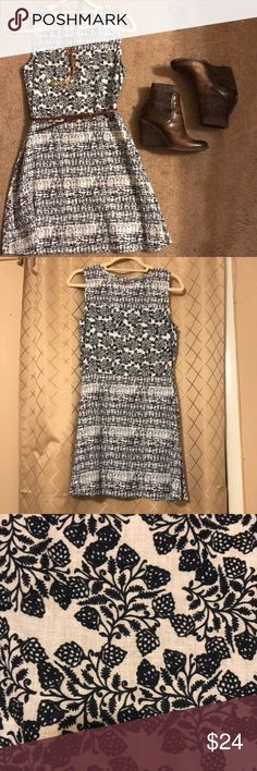 Uniqlo linen/Cotten shift dress Like new!! Cotton linen patterned shift dress from uniqlo. Pair with or without a belt! Beautiful blue and white patters. Uniqlo Dresses Midi