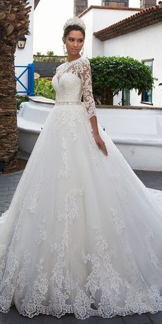 Gorgeous Tulle Jewel Neckline A-line Wedding Dress With Lace Appliques & Beadings & Belt