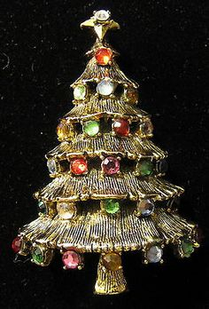VINTAGE HOLLYCRAFT CHRISTMAS TREE PIN 205