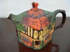 "Highly Collectable ""YE OLDE INN"" Teapot"