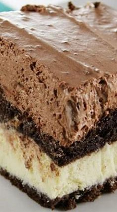 Chocolate Italian Love Cake ~ Thus this cake will turn out a pure delight it calls for only simple ingredients you must have on hand. Just make some chocolate cake batter and sweet ricotta filling, then cover with pudding mixture. Italian Desserts, Just Desserts, Dessert Recipes, Oreo Dessert, Food Cakes, Cupcake Cakes, Cupcakes, Italian Love Cake, Yummy Treats