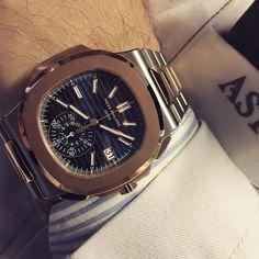 Nautilus, eleganza sportiva dal 1976. Accortamente ridisegnato per il suo anniversario offre oggi una splendida collezione per uomo e donna. In acciaio, oro rosa, oro bianco o in versione bitonale. Il modello di cronografo automatico flyback accentua il suo aspetto sportivo mediante un mono contatore di grandi dimensioni a ore 6.  #astrua #patekphilippe #patekcollector #patekgallery #luxury #luxurywatch #picoftheday #men #style #lifestyle #igersitalia #lovely #watch #watchporn