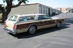 If the Eldorado wagon was a little rough for you then this 1978 Lincoln might be a better choice. Supposedly this station wagon was built by a coach builder in Detroit to try to convince Lincoln. Lincoln Motor Company, Ford Motor Company, Us Cars, Sport Cars, Wayne Newton, Station Wagon Cars, Coach Builders, Terrain Vehicle, Lincoln Continental