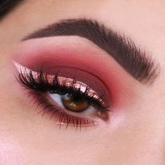 Looking for some glam inspiration for New Year's Eve? ✨ @myvisionbeauty created this stunning maroon and rose gold look that is to die for! • Eyes: Sistina, Señorita, Dogma from the Dreamy Eyeshadow Palette + Comet Dazzle Liner • Brows: Brow Pot in Uranus #nabla #nablacosmetics
