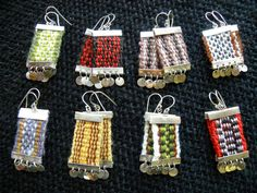 Risultati immagini per artesania mapuche tejidos Inkle Weaving, Inkle Loom, Card Weaving, Weaving Art, Tapestry Weaving, Weaving Textiles, Weaving Patterns, Textile Jewelry, Necklaces