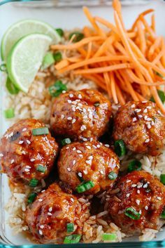 Honey Sriracha Glazed Meatballs - Eat Yourself Skinny These Honey Sriracha Glazed Meatballs are sweet, spicy and full of so much flavor! They also take less than 30 minutes to make and are perfect for weekly meal prep! Lunch Meal Prep, Meal Prep Bowls, Healthy Meal Prep, Healthy Eating, Weekly Meal Prep, Healthy Lunches, Meal Prep Menu, Fitness Meal Prep, Chicken Meal Prep