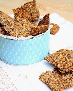Crackers de chia  1/2 xícara de chá de sementes variadas( abóbora sésamo girassol...) 1/4 xícara de chá de sementes de chia 2 colheres de sopa de sementes de linhaça 1/4 xícara de chá flocos de aveia 1/4 xícara de chá de farinha integral ou sem glúten sal 1xicara de chá de agua 2 colheresde sopa azeite  Aqueça o forno a 150ºC. Numa tigela junte todos os ingredientes secos. À parte misture a água com o azeite e misture com a mistura seca. Mexa bem. Deixe repousar 30 minutos para que as…