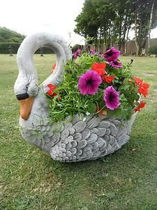 In this post, we'll introduce you to some great examples of planters in the garden . If you want to refresh or redesign your garden, you can take a look. Garden Planters, Garden Art, Garden Statues, Garden Sculpture, Garden Party Decorations, Concrete Crafts, Flower Landscape, Garden Architecture, Miniature Fairy Gardens