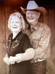 Country couple photo maybe of both parents to show on the wedding day? Country Couple Poses, Country Couples Quotes, Country Couple Tattoos, Cute Country Couples, Country Couple Pictures, Country Engagement Pictures, Old Couples, Couple Picture Poses, Cute N Country