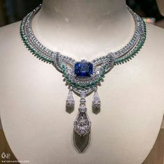Use a Jewelry Armoire To Store Your Precious Jewelry Pieces High Jewelry, Modern Jewelry, Jewelry Art, Jewelry Design, Van Cleef And Arpels Jewelry, Beautiful Necklaces, Pretty Necklaces, Jewelry Collection, Jewelery