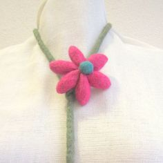 Handmade felt necklace necklace flower fushia green silver horn bead trendy woman color felt handmade 58.00 EUR #goriani
