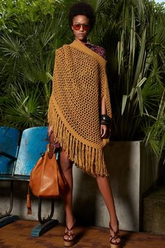 Resort 2020 Collection - Vogue Knitting ProjectsKnitting For KidsCrochet ProjectsCrochet Scarf 2020 Fashion Trends, Fashion 2020, Fashion Week, Runway Fashion, Fashion Ideas, Vogue Knitting, Mode Crochet, Crochet Poncho, Black Women Fashion