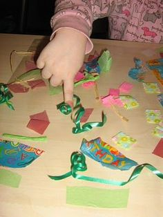 Looking for a toddler craft idea? A simple (and clean) collage activity for toddlers!