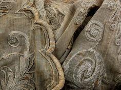Montsoreau, France: linges anciens à la brocante mensuelle.  Image credit: Boccacino (on Flickr)