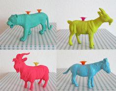Caketoppers om zelf te maken: gekleurde dieren als kaarshouder op taart. #pieceofmake