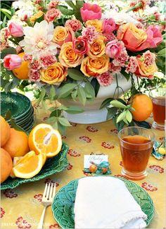 French Country floral arrangement for summer using citrus fruits and citrus hued flowers. Spring Flower Arrangements, Table Arrangements, Spring Flowers, Floral Arrangements, Outdoor Table Settings, Outdoor Dining, French Country Style, French Country Decorating, Plant Table