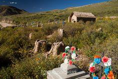 Cementerio en el camino, Salta, 2012