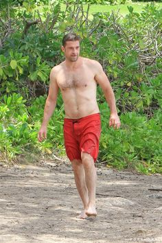 Pin for Later: 40 Sexy Photos of Scott Speedman That Make the World a Better Place