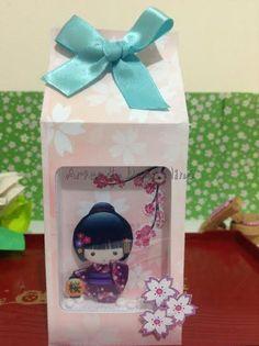 Caixa Milk com visor/Festa Kokeshi