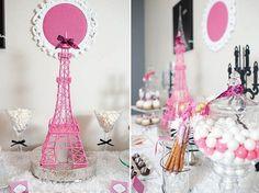 Chá de Beleza Parisiense - http://www.blogdocasamento.com.br/cha-de-panela-nova-estrutura/decoracao-cha-panela/cha-de-beleza-parisiense-decoracao-rosa-com-preto/