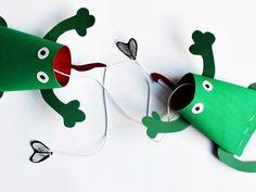 Frosch-Fangspiel: Upcycling aus Klopapierrollen
