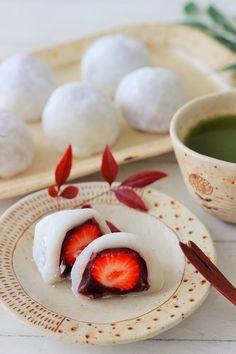電子レンジを使って簡単にイチゴ大福を作ります。 Cute Food, Yummy Food, Tasty, Real Food Recipes, Vegan Recipes, Types Of Cakes, Asian Desserts, Japanese Sweets, Mochi