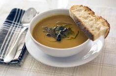 Sopa de castanhas e abóbora assada com cogumelos salteados