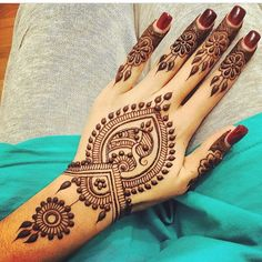 Here are the top breath taking henna mehndi designs 2017 that will blow your mind. These top henna mehndi designs are new and top notch mehndi designs of . Henna Tattoos, Henna Ink, Henna Body Art, Mehndi Tattoo, Henna Tattoo Designs, Henna Mehndi, Arabic Henna, Peacock Mehndi, Finger Tattoos