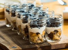 Desserts in cups: a sweet and simple whim cake pops cake cake desserts desserts dulces en vaso faciles gourmet navidad Pint Mason Jars, Mason Jar Meals, Meals In A Jar, Homemade Desserts, Oreo Desserts, Brunch Party, Recipe Images, Pretty Cakes, Vegan Life