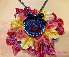 How to Halloween Necklace with Amazing Casting Clear Resin, Design Crafts, Connection, Crochet Necklace, Paper Crafts, Crafty, Halloween, Pendant, Amazing