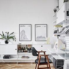 Just nu är denna ljuvliga lägenhet till salu hos Entrance Mäkleri i Göteborg. Vi gillar ju denna typen av lägenhet men det har du nog förstått vid det här laget Generös takhöjd, vacker fiskbensparkett, höga parspegeldörrar, ljus färgsättning och extraordinär utsikt över trädgårdsföreningen i anrik fastighet anno 1853. Dessutom gillar vi att fönsterluckorna är kvar sedan huset byggdes. Nytt blogginlägg på HTTP://trendspanarna.nu Fotograf: Anders Bergstedt