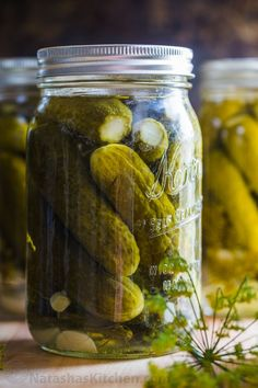Our go-to Canned Dill Pickle Recipe with tips for making CRUNCHY dill pickles. We included an easy step-by-step photo tutorial on how to can pickles. Russian Dill Pickle Recipe, Icicle Pickle Recipe, Claussen Pickles, Canning Dill Pickles, Garlic Dill Pickles, Ketchup, Gherkin Pickle, Canning Recipes, Diy Crafts