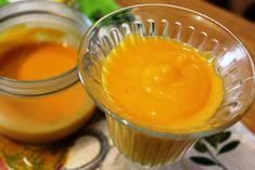 Крем-курд - это густой, но легкий десерт, приготовленный на основе фруктов, чаще всего цитрусовых, и ягод. Основные ингредиенты курда - яйца (желтки), сахар, фруктовый сок и сливочное масло, также в него можно добавить