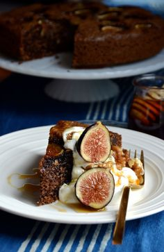Flourless Walnut Fig Cake - Always Order Dessert Gluten Free Treats, Gluten Free Cakes, Gluten Free Baking, Gluten Free Desserts, Just Desserts, Paleo Sweets, Italian Desserts, Gourmet Recipes, Baking Recipes