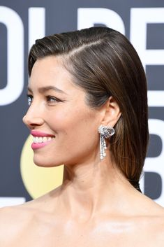 Jessica Biel's dreamy long locks are always a focal point of her beauty look during award season, but at the Golden Globes this year, Jessica decided to debut Classic Actresses, Female Actresses, Hot Actresses, Beautiful Actresses, Jessica Biel, Attractive Girls, Ageless Beauty, Long Locks, Hair 2018