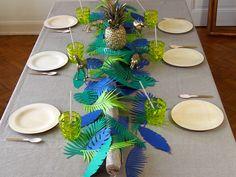Mise en scène d'une table sur un thème tropical  #jungle #paperleaves #bambu #tropical #ananas  #rosecaramelle #decoration #feuilles #bambou #gold #papercraft #bambu www.rosecaramelle.fr