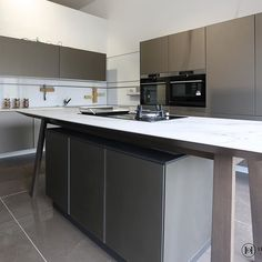 Platinum Glass kitchen at Haus of Design, Stockton on Tees. Glass Kitchen, Kitchen Sets, Kitchen Living, New Kitchen, Next 125, Floor Design, House Design, Interior Styling, Interior Design