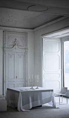 Paris interior with Haussmann plaster restored to reflect former glory of apartment. Interior Exterior, Interior Architecture, Interior Design Living Room, Interior Decorating, Classic Interior, English Interior, Paris Apartments, Classic White, Pure White