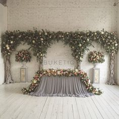 56 trendy wedding backdrop head table old doors Wedding Themes, Wedding Designs, Wedding Decorations, Wedding Photos, Bridal Table, Wedding Table, Wedding Arch Flowers, Table Flowers, Head Tables