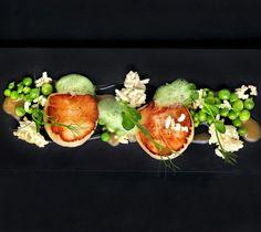 two Michelin star chef Alvin Leung: Scallops, peas, crispy woba and jolo Lamb Recipes, Gourmet Recipes, Cooking Recipes, Chefs, Michelin Star Food, Western Food, Scallop Recipes, Molecular Gastronomy, Creative Food
