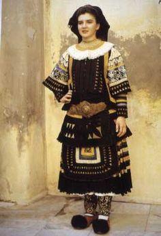 Sarakats-trad-woman.jpg (268×392)