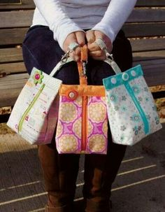 Suzy's Sack Bag Pattern by TheOriginalDaisyGirl on Etsy Fabric Bags, Fabric Scraps, Bag Quilt, Sac Lunch, Diy Couture, Sack Bag, Quilted Bag, Sewing Projects For Beginners, Knitted Bags