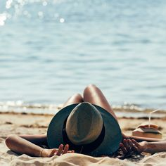 Sommer & Kosmetik: Beauty Talk mit Britta Fleck – Summer & Cosmetics: Beauty Talk with Britta Fleck – Beach Photography Poses, Beach Poses, Summer Photography, Candid Photography, Documentary Photography, Beach Portraits, Nature Photography, Summer Pictures, Beach Pictures