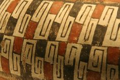 Chile antes de Chile | El atuendo Diaguita | Detalle. Jarro-pato. Personaje vestido. Inca Empire, Ceramic Cups, Tatoos, Primitive, Mexican, Pottery, Ceramics, Manga, Painting