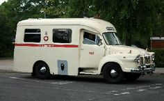1966 Old Vintage Cars, Vintage Trucks, Old Trucks, Classic Trucks, Classic Cars, Bedford Truck, Van Car, Vintage Caravans, Emergency Vehicles
