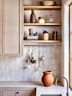 A Star Modern-Rustic Kitchen in Melbourne: Australian House and Garden's Kitchen of 2019 by Studio Ezra – rustic home interior Rustic Kitchen Design, Kitchen Decor, Studio Kitchen, Modern Kitchen Designs, Kitchen Modern, Kitchen Tips, Kitchen Interior, Rustic Home Interiors, Minimal Kitchen