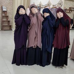 Мои помощницы в химарушках))) Кстати они есть в наличии🔥 А вам нравятся такие наряды?) я летом почти с них не вылазию, так как очень… Abaya Fashion, Fashion Outfits, Hijab Cartoon, Sisters Forever, Casual Hijab Outfit, Blackbirds, Niqab, Muslim Women, Islam