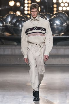 5822849afcb Isabel Marant Fall 2019 Ready-to-Wear Collection - Vogue Vogue Hommes