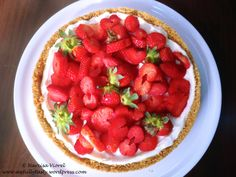 Lemon curd and cream cheese strawberry tart with digestive cracker crust. Fresh and tasty!