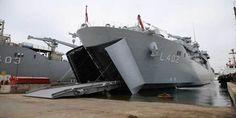 Dünyanın en büyük tank çıkarma gemisi denize indirildi-izle